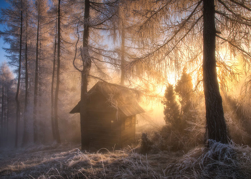 tiny-house-fairytale-nature-landscape-photography-22__880