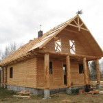 Domy z bali – zastosowanie tradycyjnego budulca we współczesnym budownictwie mieszkaniowym