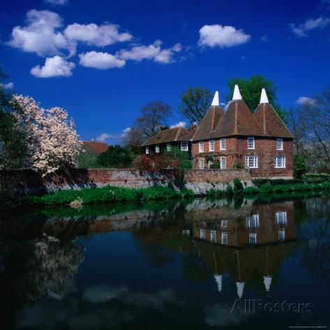 david-tomlinson-oast-houses-on-the-river-medway-yalding-near-maidstone-kent-england