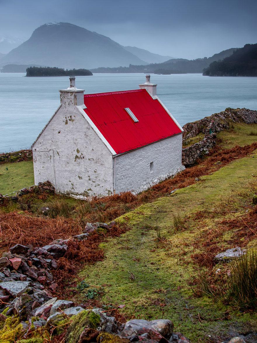 tiny-house-fairytale-nature-landscape-photography-10__880