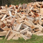 Jak składować i zabezpieczać drewno na zimę?