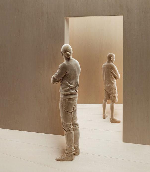 life-like-realistic-wooden-sculptures-peter-demetz-7